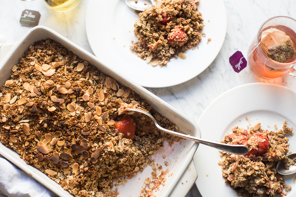 Rhubarb strawberry oat crumble 6